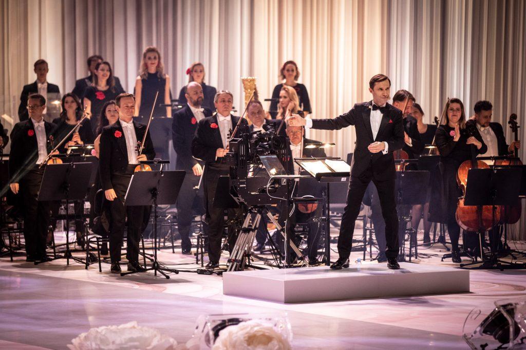 Koncert ''Walentynki z Polsatem''. Zbliżenie na Orkiestrę Tomka Szymusia.